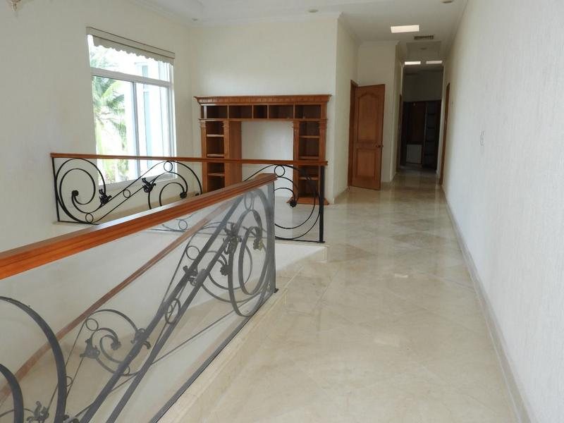 Zona Hotelera House for Sale scene image 5