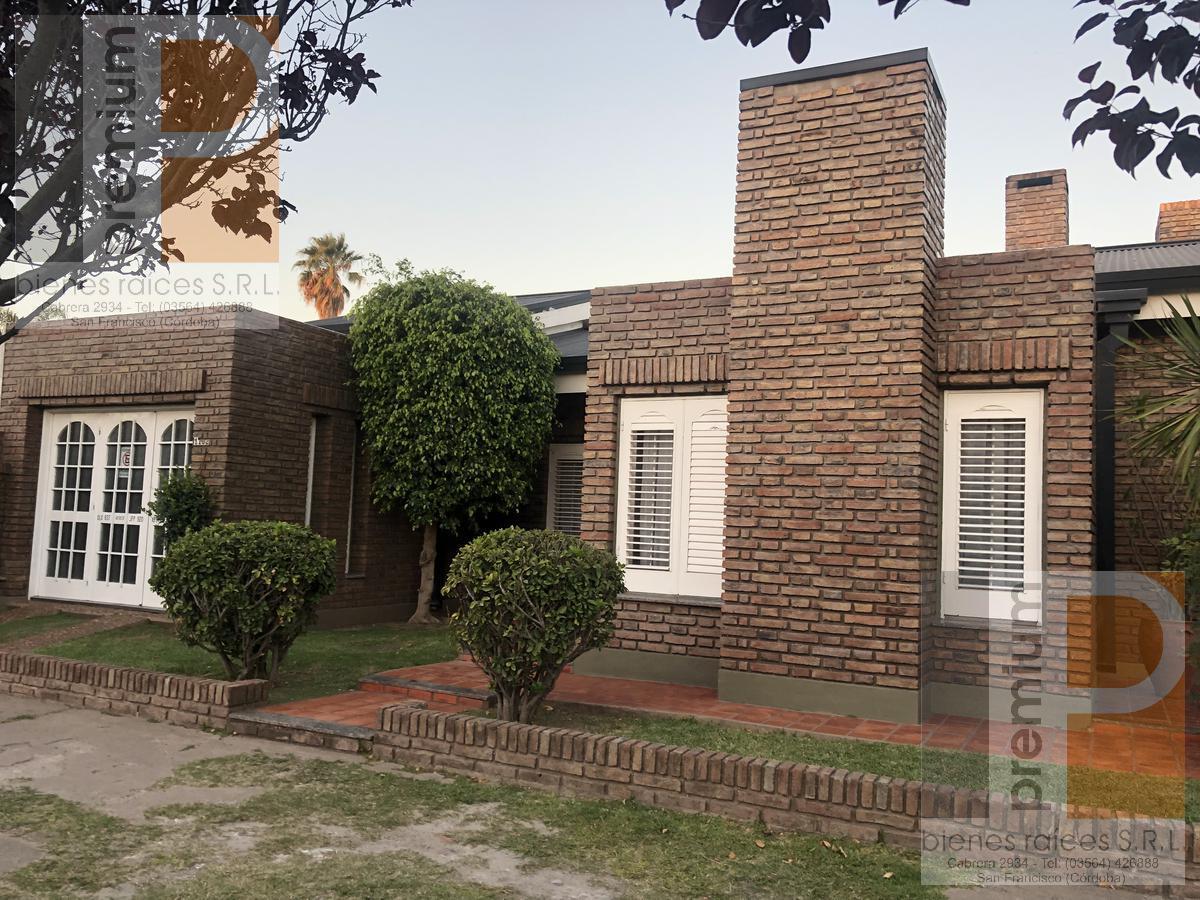 Foto Casa en Venta |  en  Roca,  San Francisco  Bv. Buenos Aires 1150/56/62