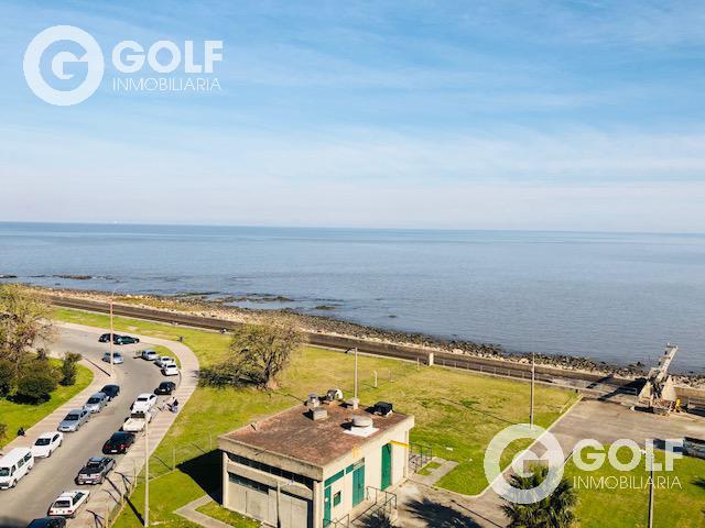 Foto Departamento en Alquiler en  Puerto Buceo ,  Montevideo  Forum con vista al mar.