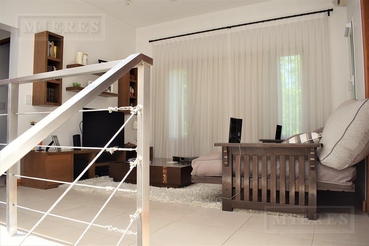 Casa de 320 mts. en Ayres de Pilar