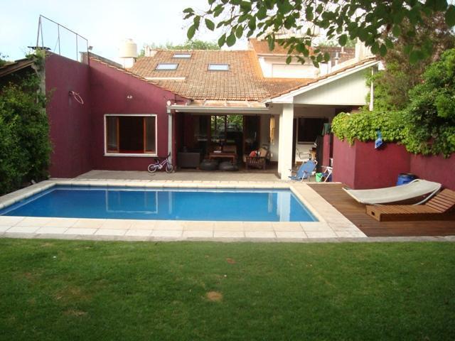 Foto Casa en Alquiler temporario en  Los Troncos,  Mar Del Plata  Saavedra 400