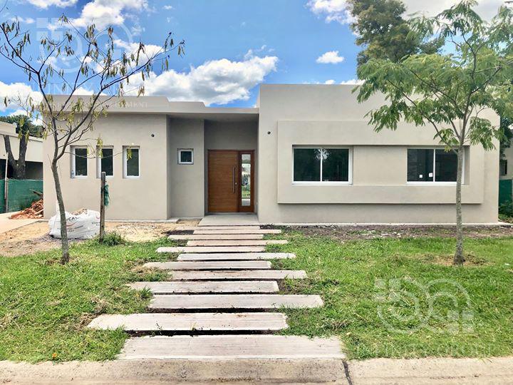 Foto Casa en Venta en  Pilar Del Este,  Countries/B.Cerrado  Pilar del Este, Santa Guadalupe  L.297
