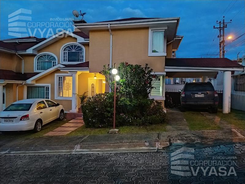 Foto Casa en Venta en  Norte de Quito,  Quito  Carcelén - Cerca Universidad SEK, exclusiva casa de venta de 169,00 m2
