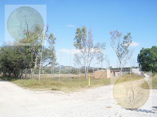 Foto Terreno en Venta en  Sección Oriente Tequisquiapan,  Tequisquiapan  Terreno casi a pie de carretera