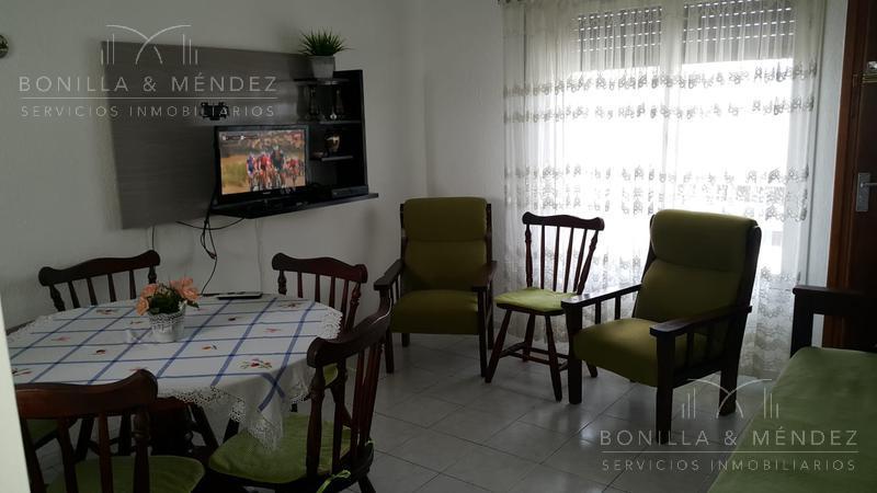 Foto Apartamento en Alquiler temporario en  Centro,  Piriápolis          Sanabria al 1000 entre Tucuman y  Defensa     con dos garajes incluidos