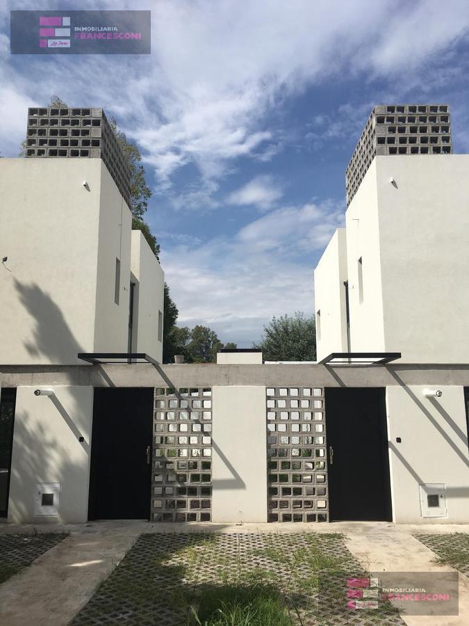 Foto Casa en Venta en  Manuel B Gonnet,  La Plata  27 e 493 y 491
