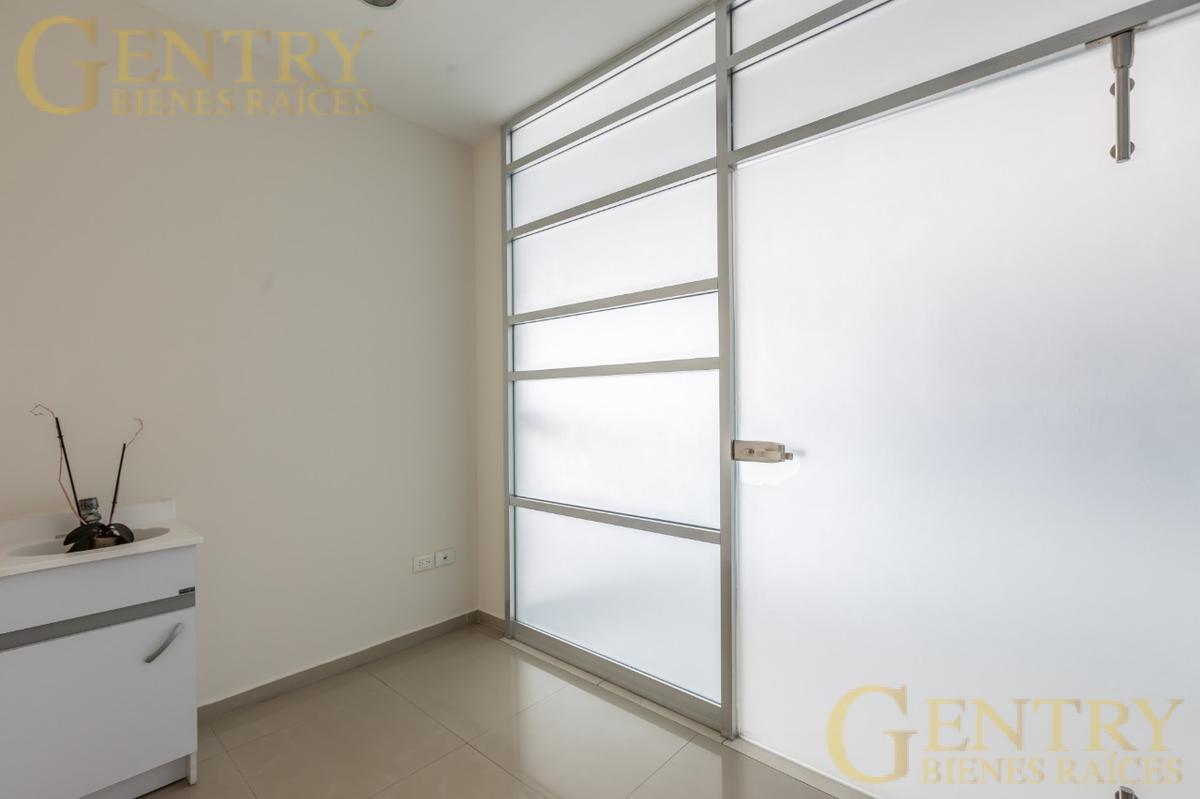 Foto Local en Venta en  Centro,  Querétaro  Tres Amplios Consultorios en Venta Hospital Tec 100