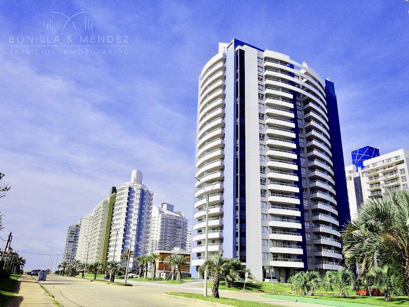 Foto Apartamento en Venta en  Aidy Grill,  Punta del Este  Avenida Chiverta esquina Amazonas