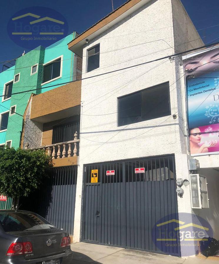 Casa Grande de 3 pisos en Venta en Col. Jardines de Moral, en Zona Norte de León, Gto.