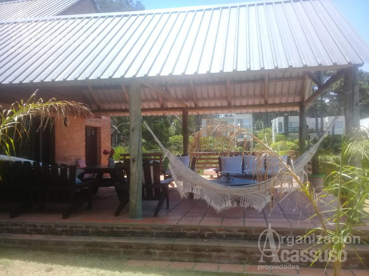 Foto Casa en Alquiler temporario en  Montoya,  La Barra  Agamemnon entre Victoria y Medora Montoya