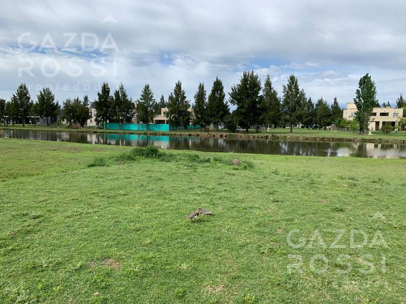 Foto Terreno en Venta en  El Principado,  Countries/B.Cerrado (San Vicente)  Lote con fondo al lago en El Principado