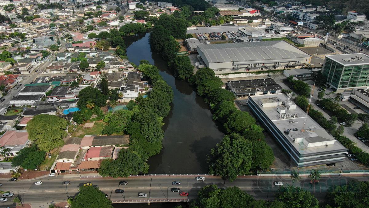 Foto Terreno en Venta en  Guayaquil ,  Guayas  VENTA DE AMPLIO TERRENO EXCELENTE UBICACIÓN URDESA CENTRAL