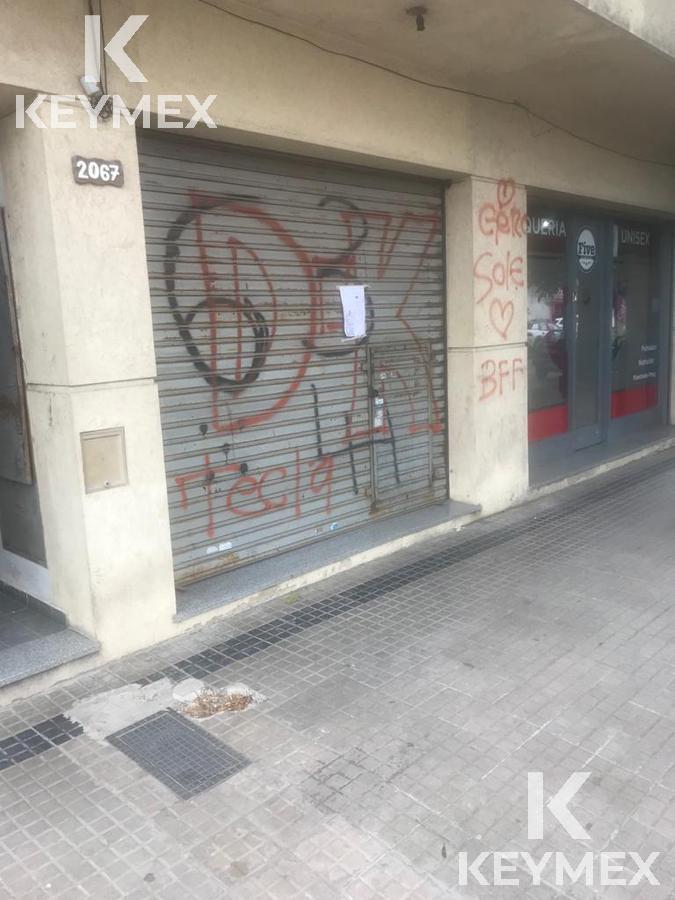 Foto Local en Alquiler en  Los Hornos,  La Plata  Local calle 63 entre 136 y 137