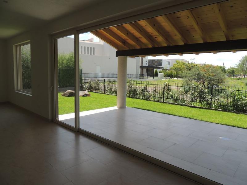 Foto Casa en Venta en  Fraccionamiento El Campanario,  Querétaro  Residencia en Venta y Renta el Campanario Para Estrenar