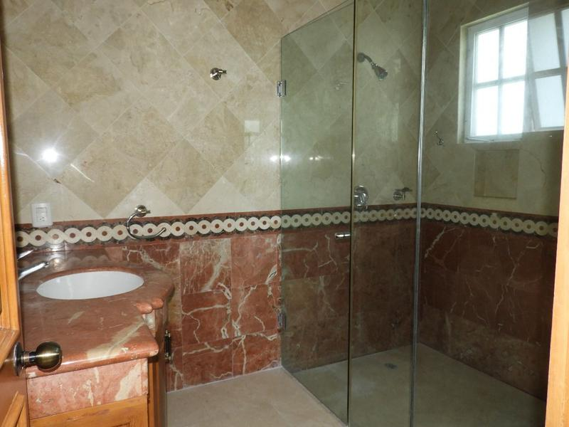 Zona Hotelera House for Sale scene image 12