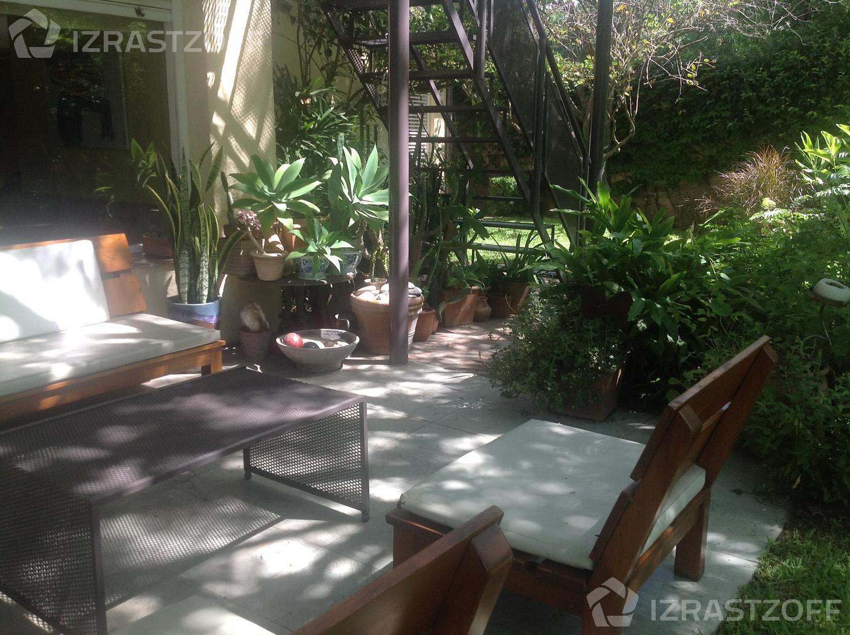 Casa--Barrio San Isidro-Luis Maria Campos al 100