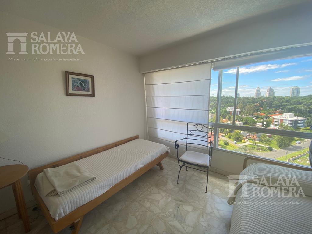 Foto Departamento en Venta en  Playa Mansa,  Punta del Este  Venta Apartamento Playa Mansa Primera Linea 3 Dormitorios 2 Baños