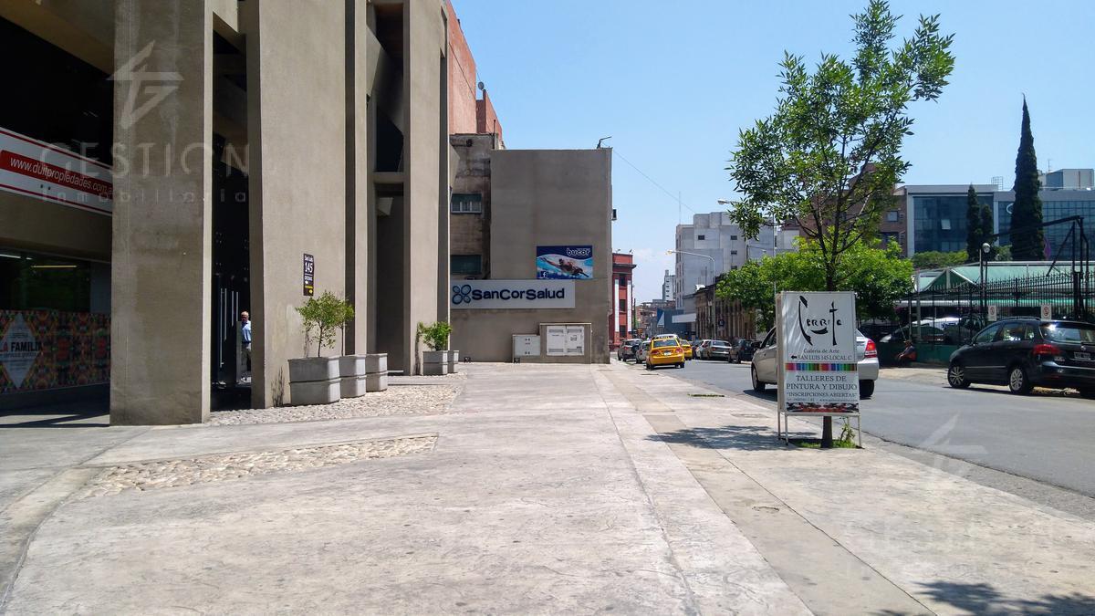 Foto Local en Alquiler en  Nueva Cordoba,  Capital  San Luis 145, entre las Calles Vélez Sarsfield y Obispo Trejo.