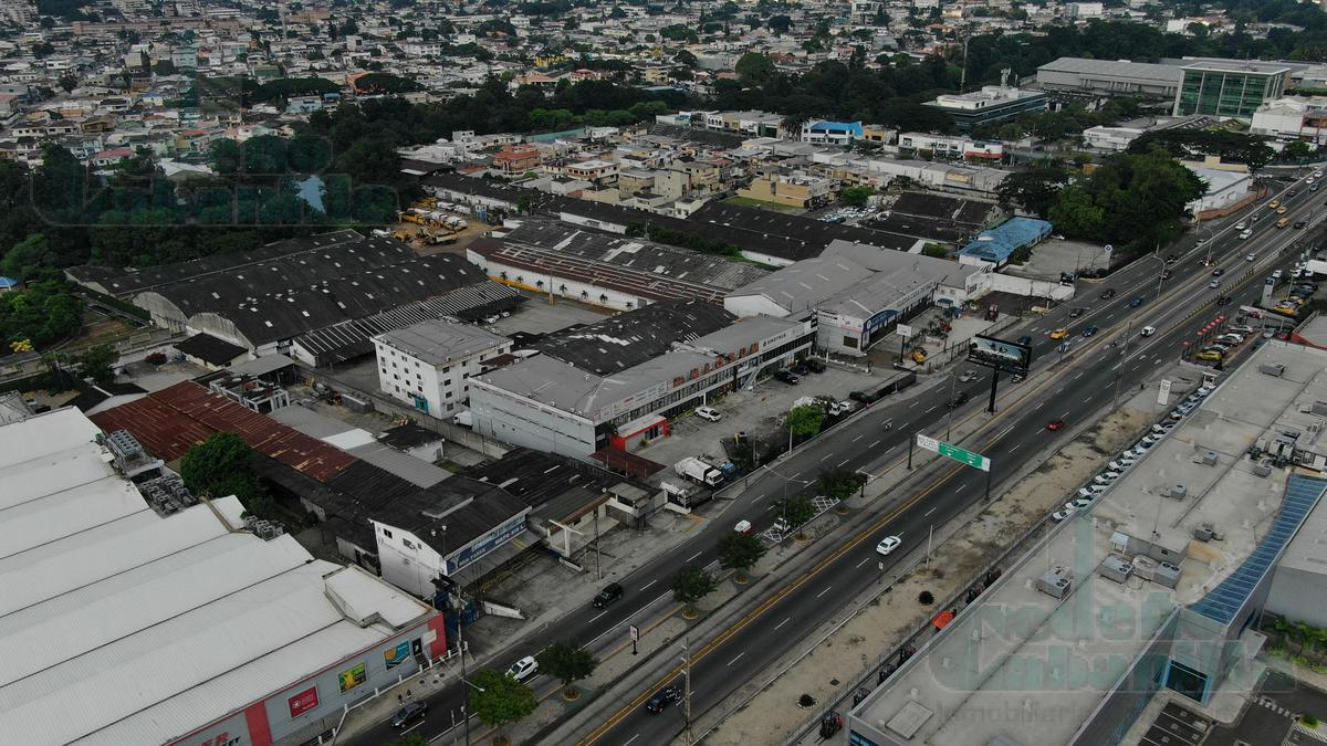 Foto Local en Venta en  Norte de Guayaquil,  Guayaquil  VENTA DE PROPIEDAD COMERCIAL AV CARLOS JULIO AROSEMENA