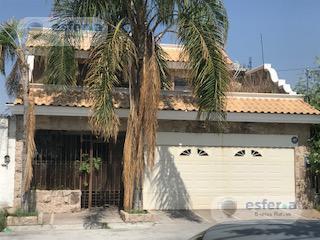 Foto Casa en Venta en  Torreón ,  Coahuila  Casa en Venta con Alberca en Ampliación los ángeles