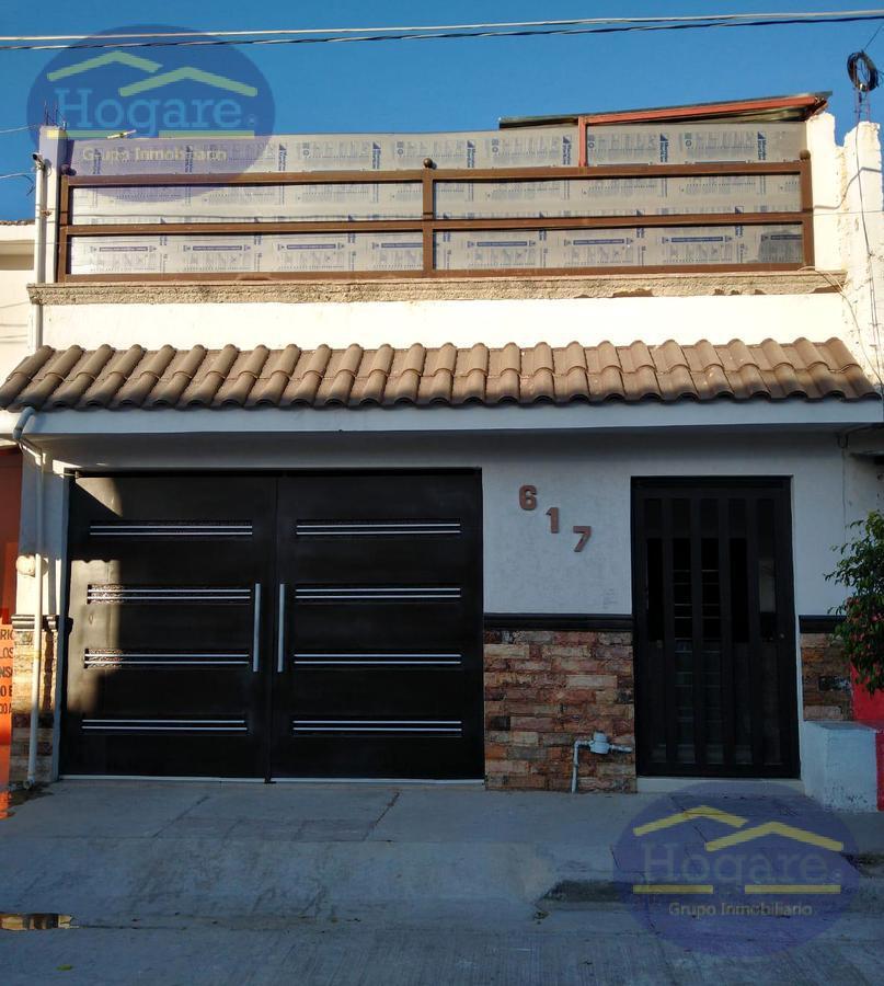 Casa Venta a desnivel a unos pasos de Blvd Atotonilco Colonia 10 de Mayo León Gto