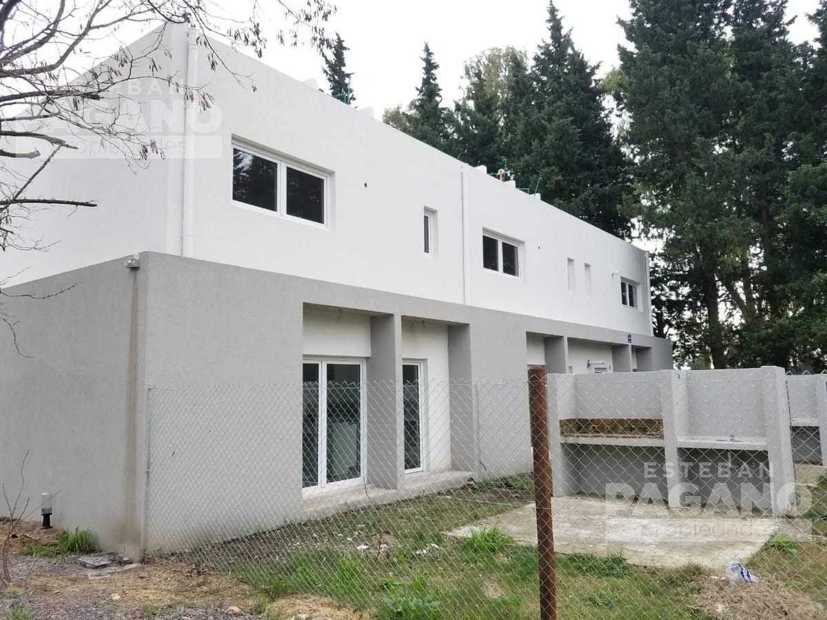 Foto PH en Venta en  La Plata ,  G.B.A. Zona Sur          133 e 490 y 491