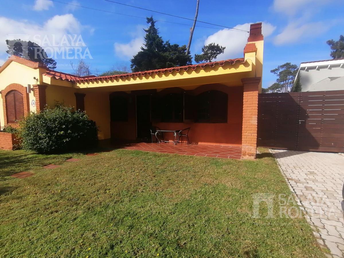 Foto Casa en Alquiler temporario | Alquiler en  Playa Mansa,  Punta del Este  Alquiler Anual A pasos de Playa Mansa , casa muy solida con piscina