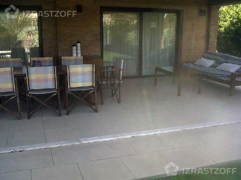 Casa-Venta-Ayres de Pilar-LOS BASTOS 0