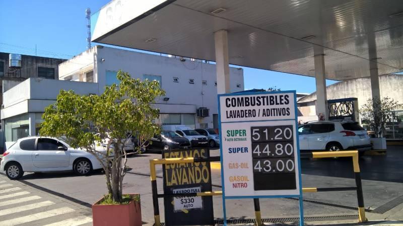 Foto Local en Venta en  Mart.-Fleming/Panam.,  Martinez  Hipolito Yrigoyen 2660