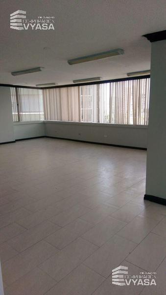 Foto Oficina en Alquiler en  Centro de Quito,  Quito  12 de Octubre - Swisshotel, Amplia Oficina de 110 m²