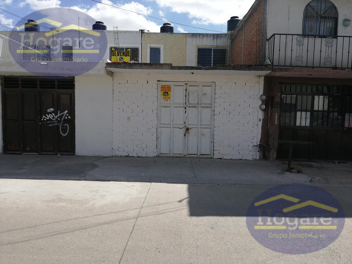 Casa en venta a 2 cuadras de Blvr Delta Fraccionamiento Mezquital 2000 León Gto.