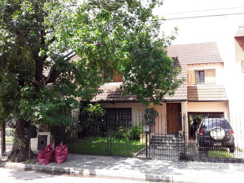 Foto Casa en Venta en  Adrogue,  Almirante Brown  DE KAY 455