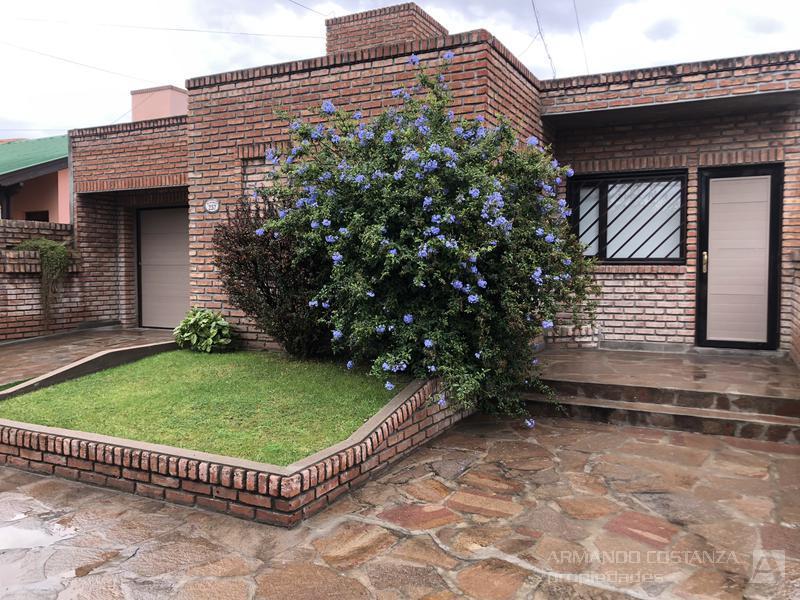 Foto Casa en Venta en  Puerto Madryn,  Biedma  RIVADAVIA 257