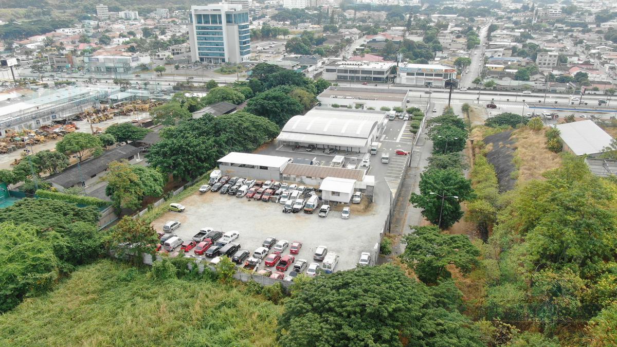 Foto Local en Alquiler en  Vía a la Costa,  Guayaquil  ALQUILER DE LOCAL ESQUINERO IDEAL PARA DISTRIBUCIÓN Y TALLER MECÁNICO DE VEHÍCULOS