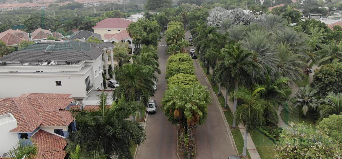 Foto Casa en Venta en  Samborondón,  Guayaquil  VENTA DE VILLA VIA SAMBORONDON DORMITORIO MASTER PLANTA BAJA