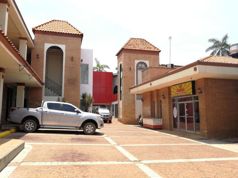 Foto Local en Renta en  Ave. Circunvalación,  San Pedro Sula  Local ideal para oficina en plaza comercial en Avenida Circunvalación