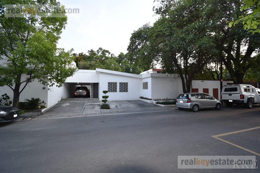 Foto Casa en Renta en  Del Valle,  San Pedro Garza Garcia  Casa en renta en Valle sector Ríos, en San Pedro