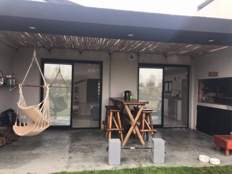 Foto Casa en Alquiler temporario en  La cañada de Pilar,  Countries/B.Cerrado (Pilar)  La Cañada de Pilar 1