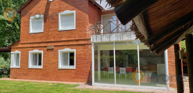Foto Casa en Venta en  Pueblo Esther,  Rosario  Casa en Country Privado GER (Pueblo Esther)