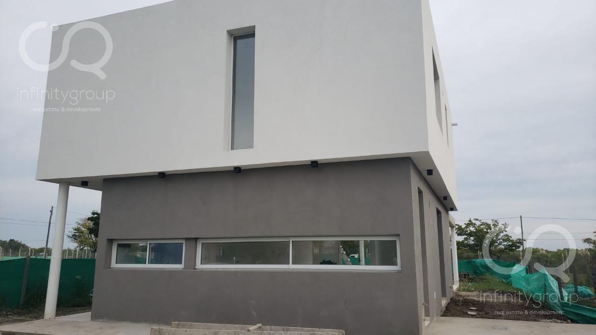 Foto Casa en Venta en  Santa Elena ,  Pilar Del Este  B. Santa Elena Casa al 500 - 600, Pilar Del Este