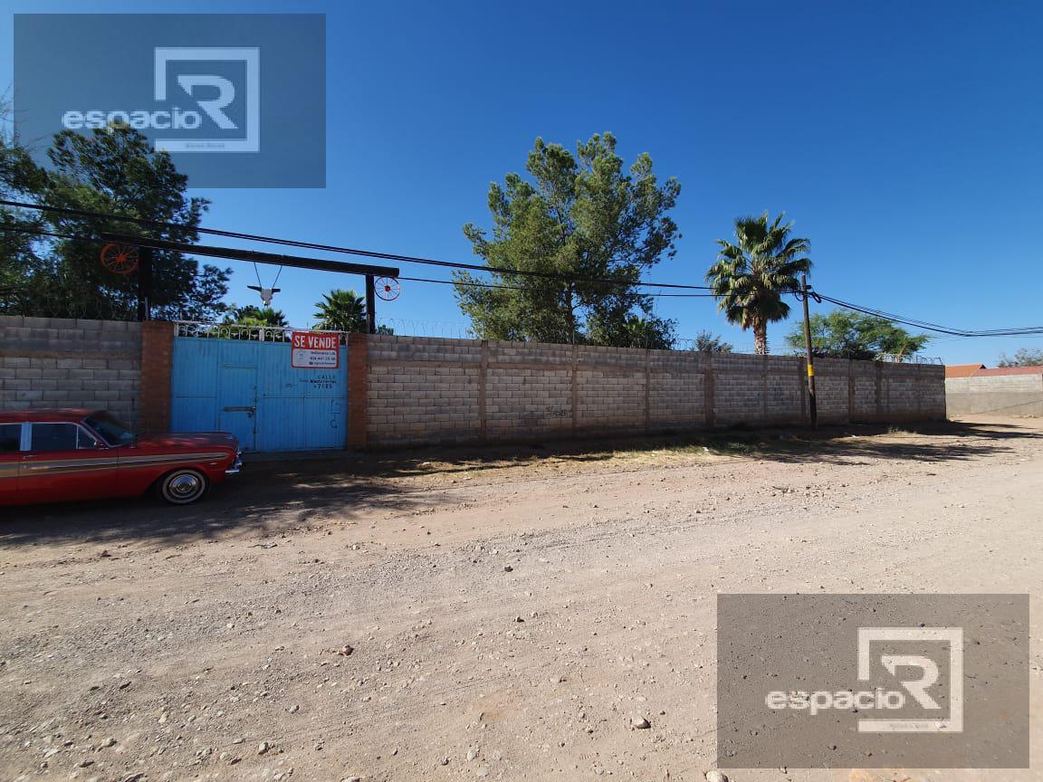 Foto Quinta en Venta en  Fraccionamiento Sierra Azul,  Chihuahua  GRANJA EN VENTA A UNA CUADRA DE LOMBARDO TOLEDANO