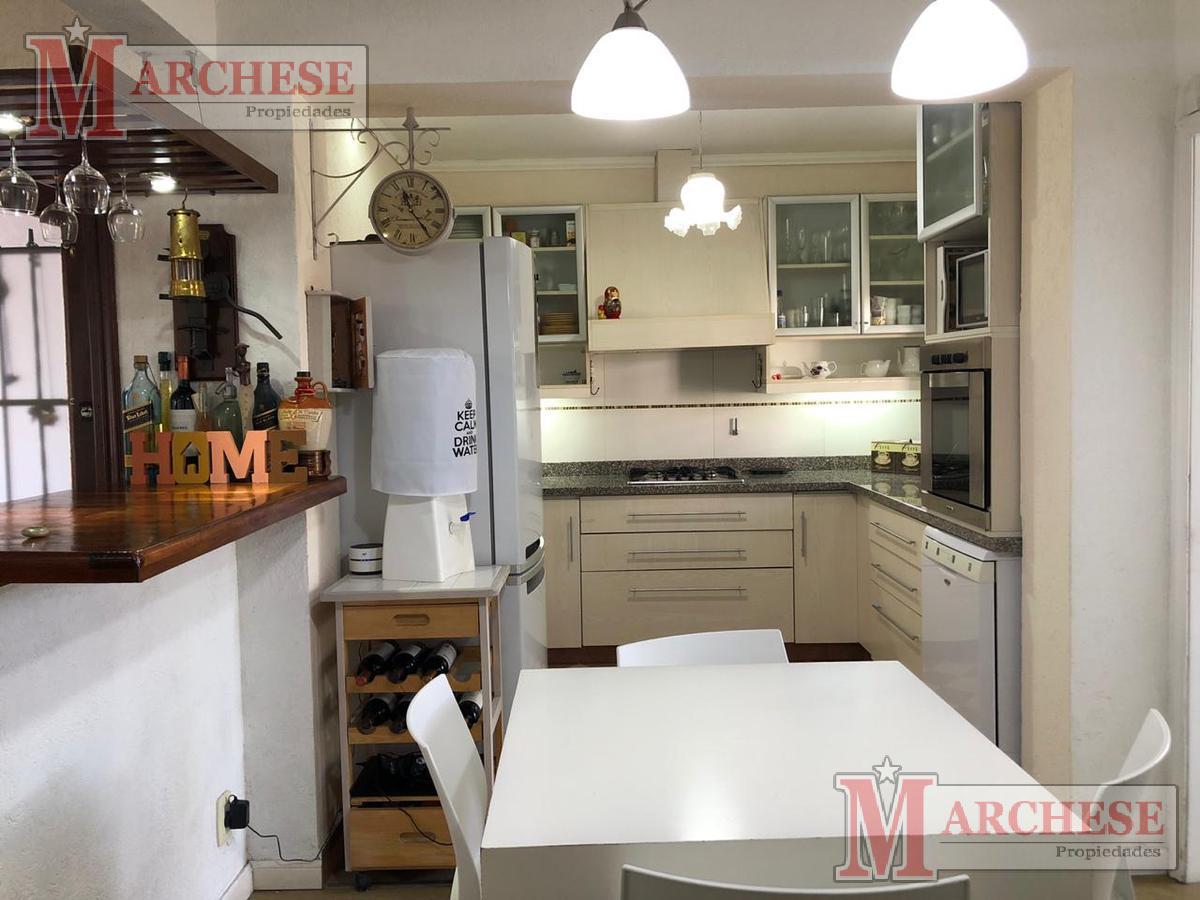 Foto Casa en Venta en  Castelar,  Moron  Trenque Lauquen 400