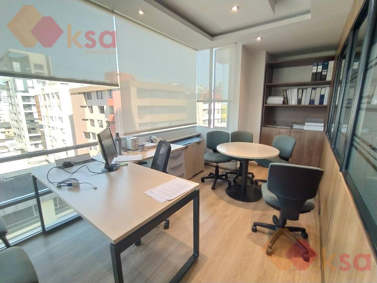 Foto Oficina en Venta en  La Carolina,  Quito  Hermosa Oficina en venta - Sector La Carolina