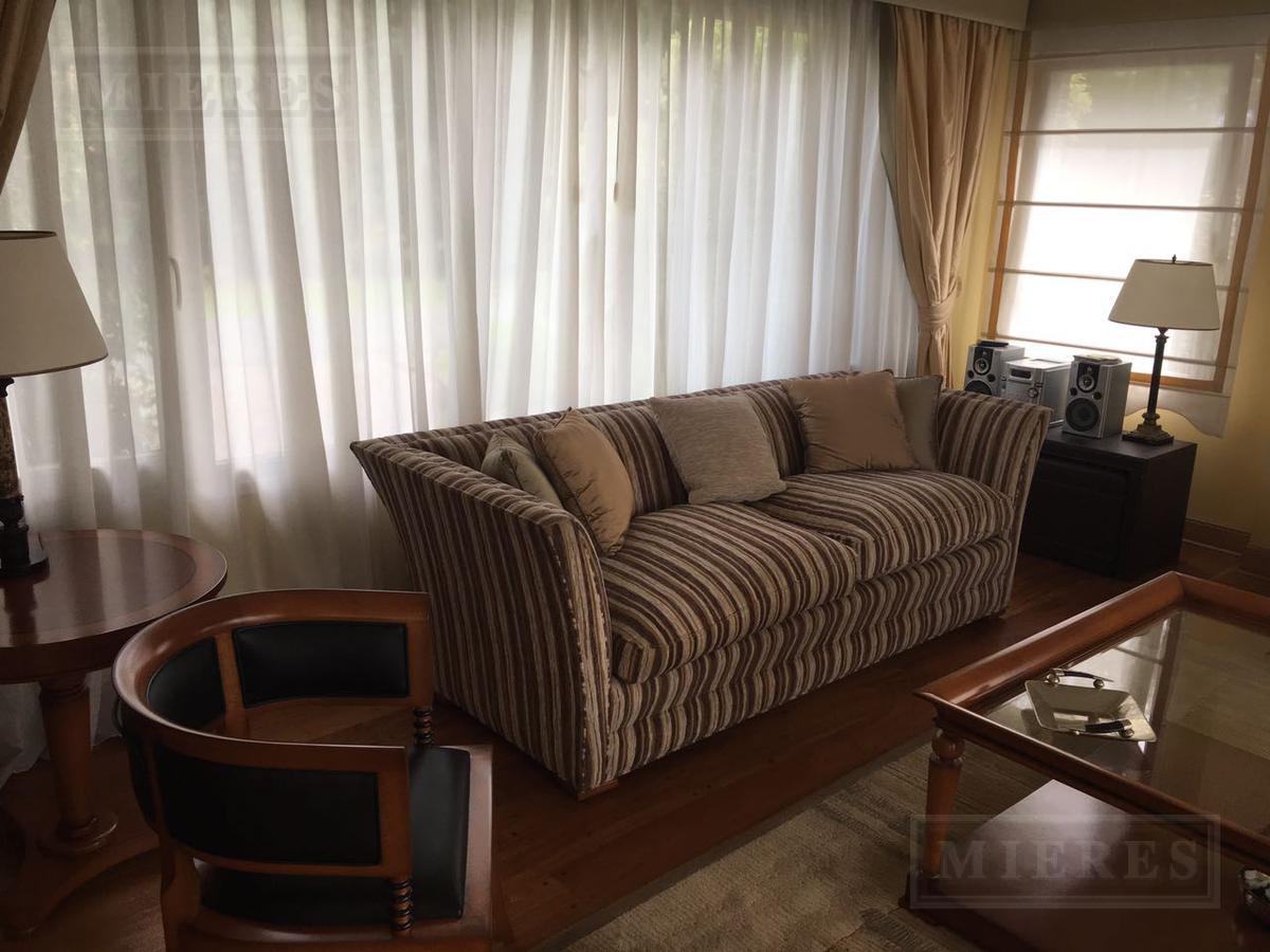 Casa de 336 mts. en La Lomada