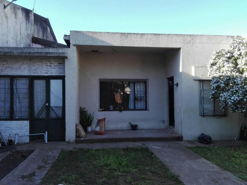 Foto Casa en Venta en  Moron ,  G.B.A. Zona Oeste  Mburucuya 648