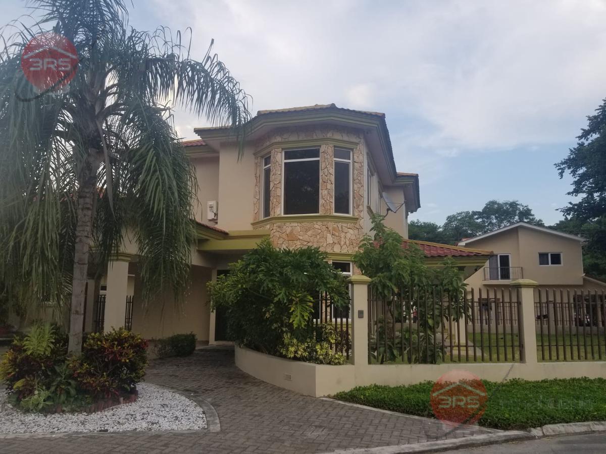 Foto Casa en Venta en  San Pedro Sula ,  Cortés  Amplia casa en circuito cerrado, dos niveles, en Residencial la Hacienda