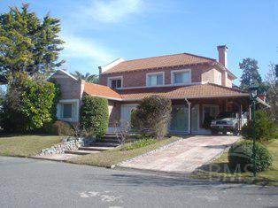 Foto Casa en Venta en  Boat Center,  Countries/B.Cerrado  Boat Center