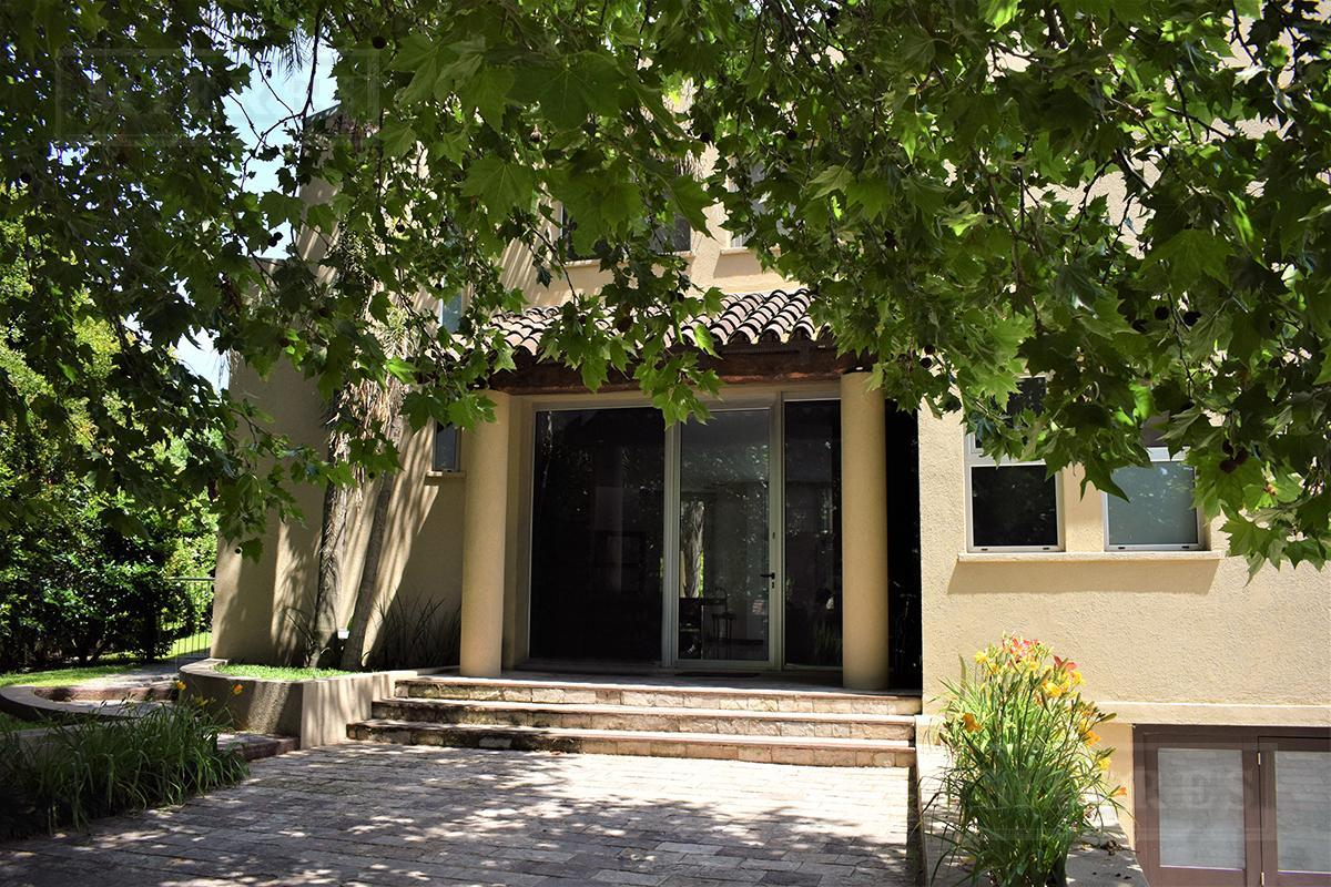 Casa de 410 mts. en Ayres de Pilar