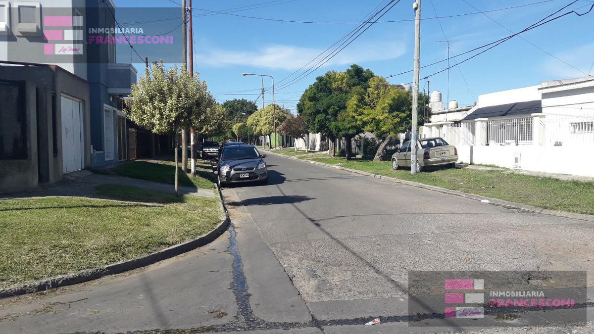 Foto Terreno en Venta en  La Plata ,  G.B.A. Zona Sur  77 esq 16bis