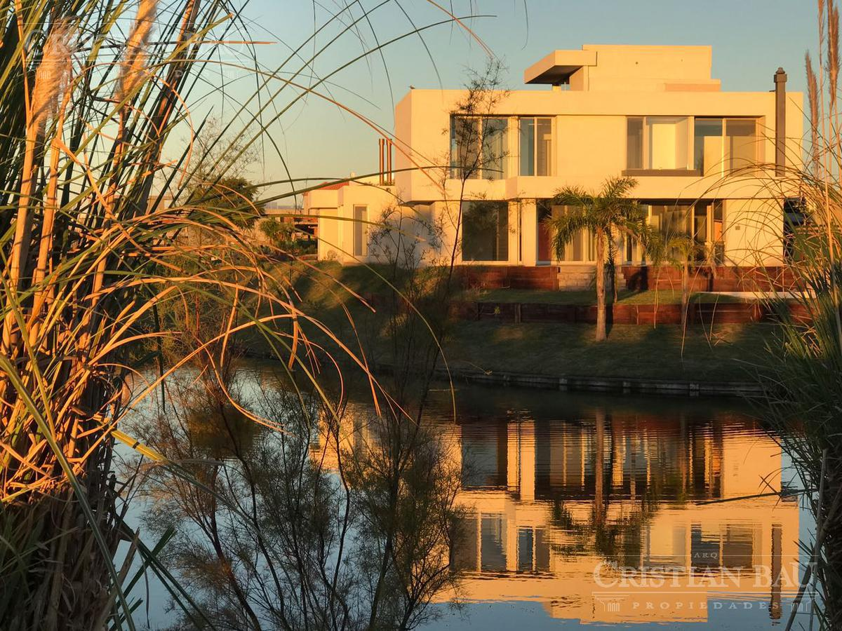 Foto Casa en Venta en  El Golf,  Nordelta  El Golf